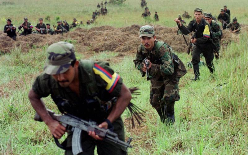 Colombia: 6 décadas de guerra, decenas de miles de refugiados y 4 millones de desplazados