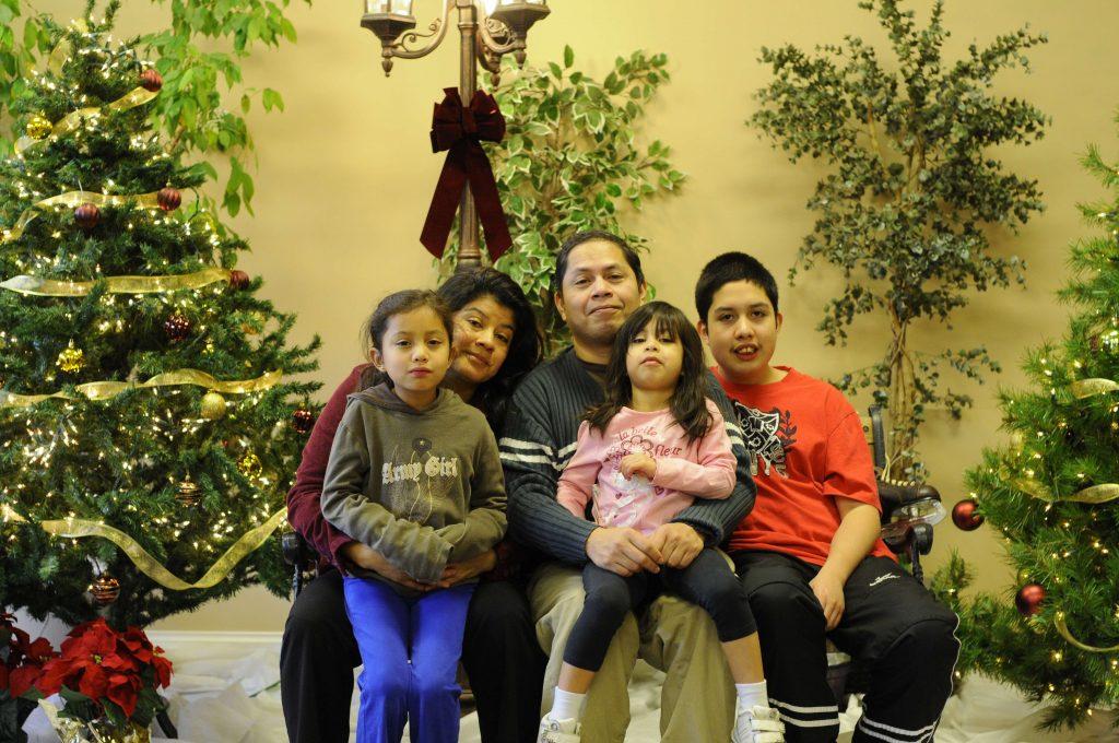 José Figueroa y su familia canadiense.