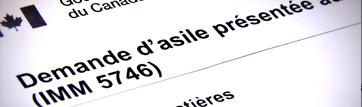 "parte de un formulario con texto en francés: ""solicitud de asilo presentada"""