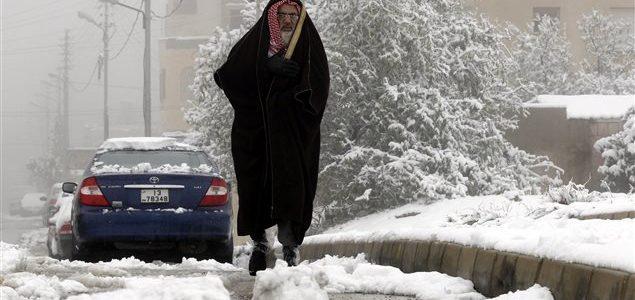 Un réfugié syrien après une tempête de neige Photo : AFP/KHALIL MAZRAAWI