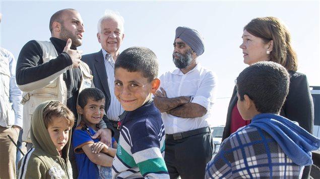 Immigrants et réfugiés du monde retrouvent un Canada plus accueillant