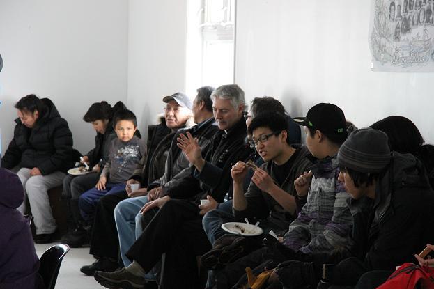 Rassemblement communautaire à Déline, Territoires du Nord-Ouest, Canada. Photo : Eilís Quinn