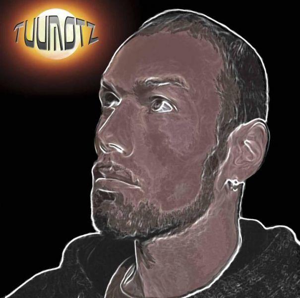 Dans son récent album solo, Alloriarneq, TuuMotz parle de toxicomanie, de langue et d'identité groenlandaises. Image : avec la permission de Atlantic Music ApS.