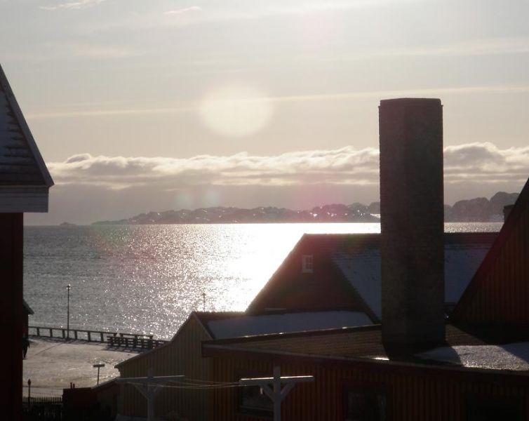 Coucher de soleil dans le vieux-port de Nuuk. Photo : Eilís Quinn