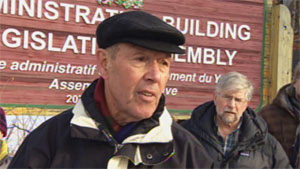 Anti-fracking group spokesperson Don Roberts says they still have unanswered questions about hydraulic fracturing and have written to Yukon's energy minister to demand answers. (CBC)