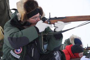 Les Rangers canadiens s'exercent au tir. Photo Levon Sevunts.