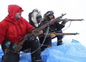 Les Rangers canadiens s'exercent au tir à genou avec leur fusil Lee Enfield. Photo Levon Sevunts.