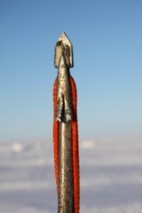 La pointe d'un harpon dont se servent les chasseurs de phoques inuits. Photo Levon Sevunts.