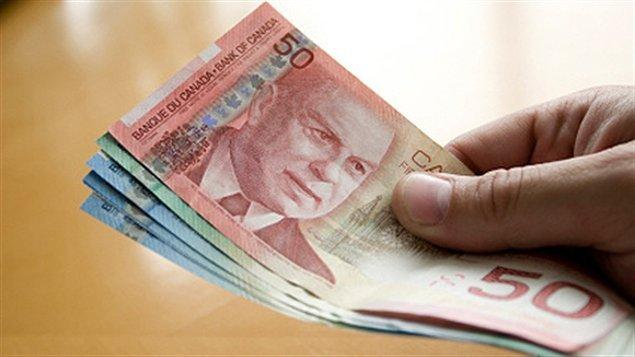 Le gouvernement territorial du Nunavut a versé près de 55 millions de dollars en heures supplémentaires à ses employés entre avril 2009 et février 2012.(RCInet.ca)