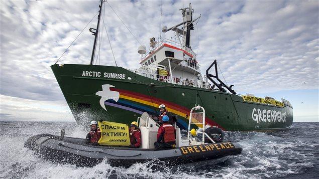 Le bateau de Greenpeace. (Will Rose / AFP)
