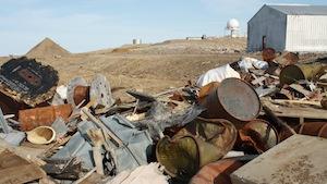Des déchets ramassés au site de Cape Dyer, Nunavut (Paul Tukker / CBC)