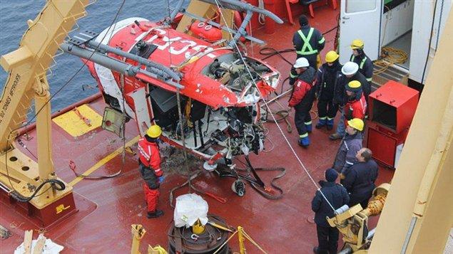 L'hélicoptère a été récupéré avec succès dans l'Arctique.  (Bureau de la sécurité des Transports)