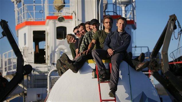 Une partie de l'équipage de l'Arctic Sunrise, le 9 septembre dernier.  (Denis Sinyakov / La Presse Canadienne)