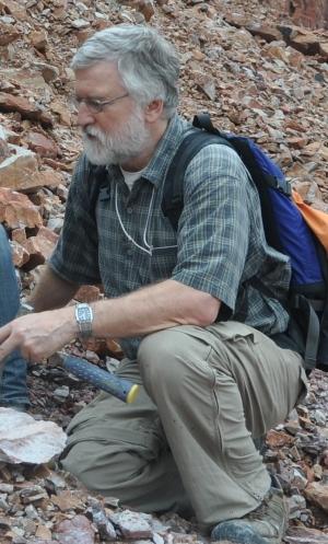 Dr. Jim Bassinger, paléontologue, Université de la Saskatchewan ( Courtoisie, Dr. Jim Bassinger)