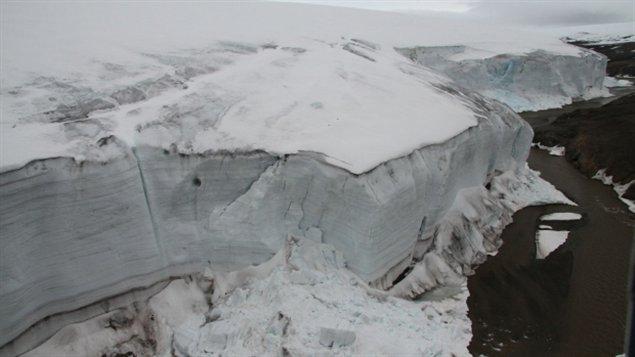 Glacier de l'île de Ward Hunt ( Denis Sarrazin CEN/ArcticNet)