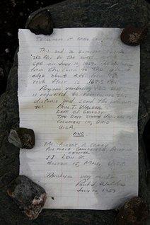 Le message laissé en 1959 par le géologue américain Paul T. Walker. (Denis Sarazin CEN/ArticNet)