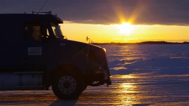 Il y a plus de 1300 km de routes glacées qui traversent lacs, rivières et marais au Canada à ce moment-ci de l'année. (Megan Thomas / CBC)