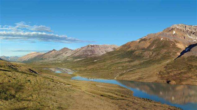 Le lac Goz dans le bassin hydrographique de la Peel, Yukon. (PWPC / Radio-Canada)