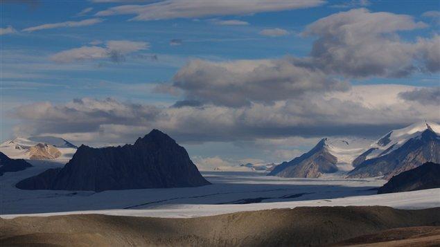 Le glacier Milne sur l'île d'Ellesmere au Nunavut. (Andrew Hamilton 2013 / from RCInet.ca)