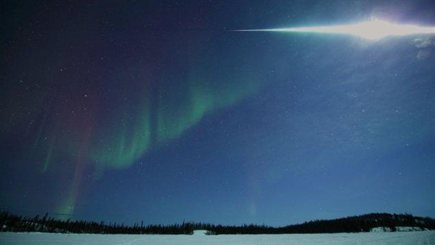 Yuichi Takasaka a pris cette photo de l'explosion de la météorite dans le ciel de Yellowknife dans les TNO vers 2h00 du matin, le jeudi 4 mars près de Vee Lake lors d'une observation d'aurores boréales. (Yuichi Takasaka)