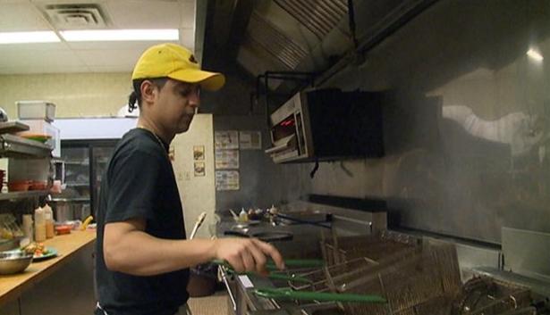 Le cuisinier Murali Thiruvealluvean du restaurant Jungle Jim's à Happy Valley-Goose Bay au Labrador. (CBC.ca)