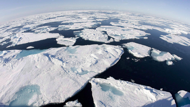 Arctic ice 'flip-flop' in July was unusual but kept overall average ice coverage from hitting a new record low. (Jonathan Hayward/The Canadian Press)