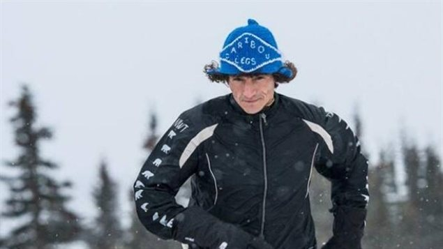 Brad Firth, surnommé Pattes de Caribou, a complété en avril 2014 une course de 1200 kilomètres entre Inuvik aux Territoires du Nord-Ouest et Whitehorse au Yukon. ( Photo offerte par Brad Firth / Radio-Canada)
