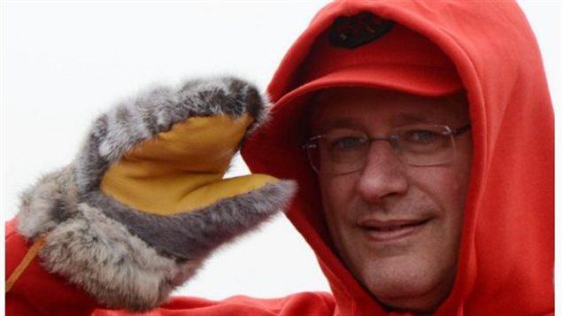 Le premier ministre du Canada Stephen Harper lors de sa visite annuelle l'an dernier de l'Arctique canadien.(Sean Kilpatrick / La Presse Canadienne)