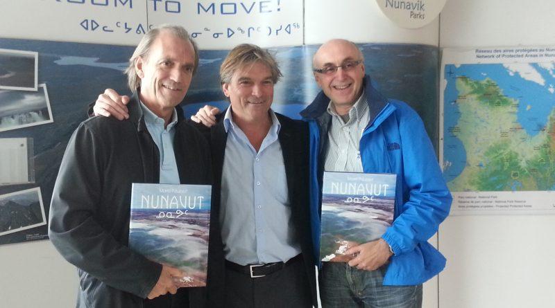 De gauche à droite: Le célèbre pilote Robert Piché, qui a signé la préface de Nunavut, l'auteur et aviateur Mario Faubert et l'éditeur Sylvain Harvey. (Jean-Patrick Balleux)
