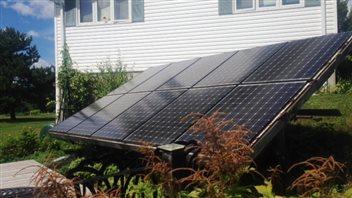 Panneaux solaires.(Étienne Dumont/Radio-Canada)