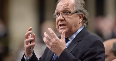 Aboriginal Affairs Minister Bernard Valcourt responds to a question during Question Period in the House of Commons on Parliament Hill in Ottawa on Thursday, October 23, 2014. (Adrian Wyld/The Canadian Press)