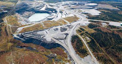 Vue aérienne d'une mine à Faro, au Yukon. (La Presse Canadienne)