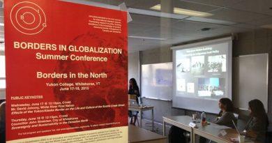 La conférence sur l'impact des frontières dans le Nord rassemble divers chercheurs de pays circumpolaires. (Claudiane Samson/ ICI Radio-Canada)