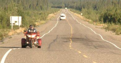 La route de l'Alaska est endommagée par la fonte du pergélisol. (Claudiane Samson/ ICI Radio-Canada)