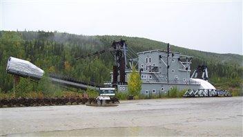La Drague-Numéro-Quatre dans le secteur de Bonanza Creek près de Dawson City a subi de nombreux travaux de réfection ces dernières années. (Claudiane Samson/ ICI Radio-Canada)