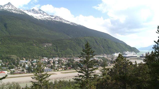 Le village de Skagway en Alaska est relié par la route qu'à travers le Yukon. (Claudiane Samson/ ICI Radio-Canada)