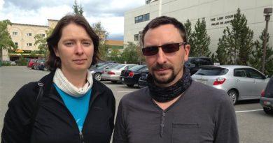 Sylvia Nidegger et Christophe Duranton sont repartis du Yukon sans avoir été entendus par la Cour. (Claudiane Samson/ICI Radio-Canada)