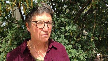 Sheila Alexandrovich exploite une ferme biologique près de Whitehorse depuis plus de trente ans.  (Claudiane Samson/  ICI Radio-Canada)
