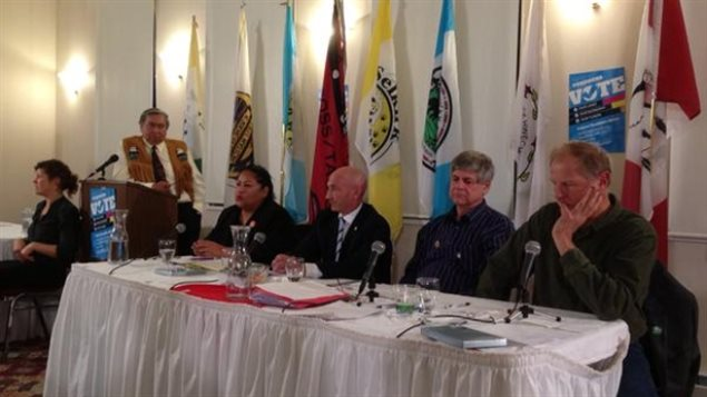 Les quatre candidats du Yukon aux élections fédérales étaient présents au débat organisé par les Premières Nations du territoire. (Nancy Thomson/ICI Radio-Canada)