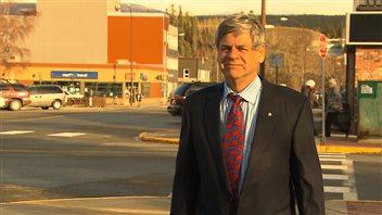 Le nouveau député du Yukon, Larry Bagnell, est sollicité par les groupes d'intérêt impatients de faire connaître leurs préoccupations. (Claudiane Samson/ICI Radio-Canada)