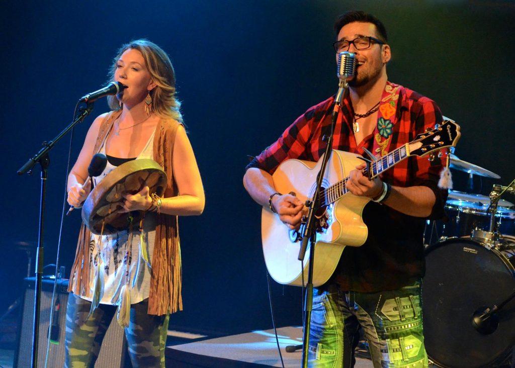 Jaaji et Chelsey June sur scène. (Courtoisie de Twin Flames)