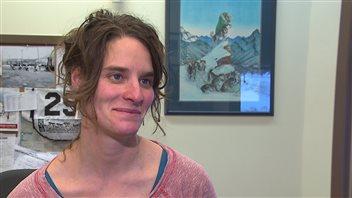 La directrice canadienne du Yukon Quest, Nathalie Haltrich, croit que l'organisation est prête à s'adapter aux changements qui pourraient survenir en fonction des conditions de la piste. (Claudiane Samson/ ICI Radio-Canada)