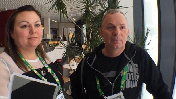 Dana Ferguson et Greg Rowe de la société hôte de la région de South Slave ont apprécié pouvoir observer les Jeux de Nuuk. Photo : Claudiane Samson/ICI Radio-Canada