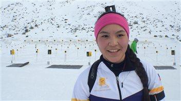 Carolyn Sam vient du petit village de Galena en Alaska où, dit-elle, les compétitions de courses en raquettes sont chose commune. Photo : Claudiane Samson/ICI Radio-Canada