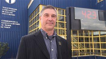 Kurt Dieckmann de la Commission de la santé et de la sécurité au travail du Yukon. PHOTO : CLAUDIANE SAMSON/ICI RADIO-CANADA