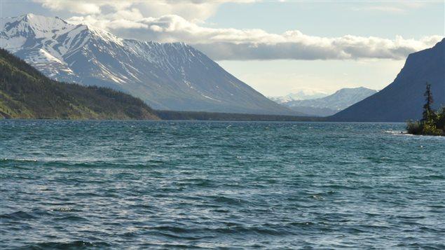 Le lac Kathleen au Yukon est situé dans le Parc national Kluane près de Haines Jonction. (Philippe Morin / ICI RADIO-CANADA)