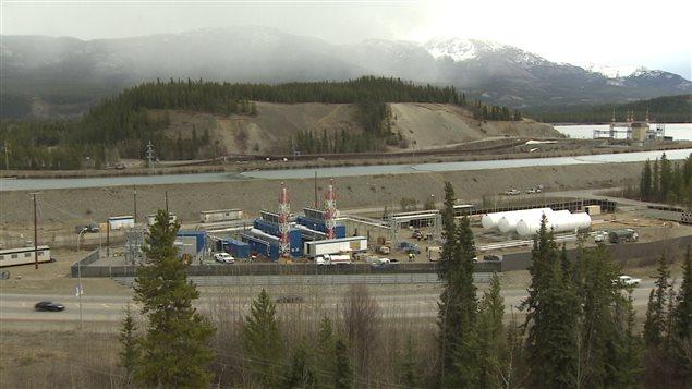 L'usine de conversion de gaz naturel de Énergie Yukon est située en bordure du centre-ville de Whitehorse. (ICI Radio-Canada)