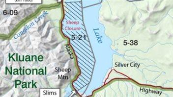 La fermeture de la chasse au mouflon s'étend sur la rive sud-ouest du lac Kluane. (GOUVERNEMENT DU YUKON)