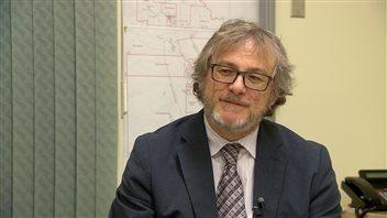 Le sous-directeur général des élections, David Wilkie, explique que plusieurs mesures pour faciliter le vote ont été mises en place. (CBC)