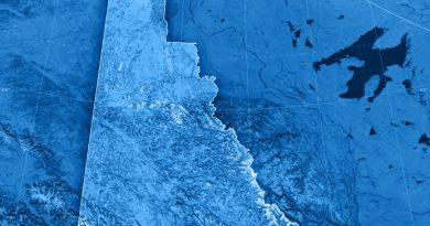 Pas-pont-glace-enjamber-fleuve-Yukon-Dawson